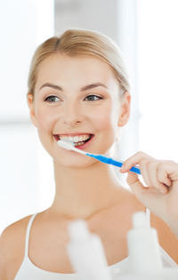 Zahnbelag beim Zähneputzen entfernen
