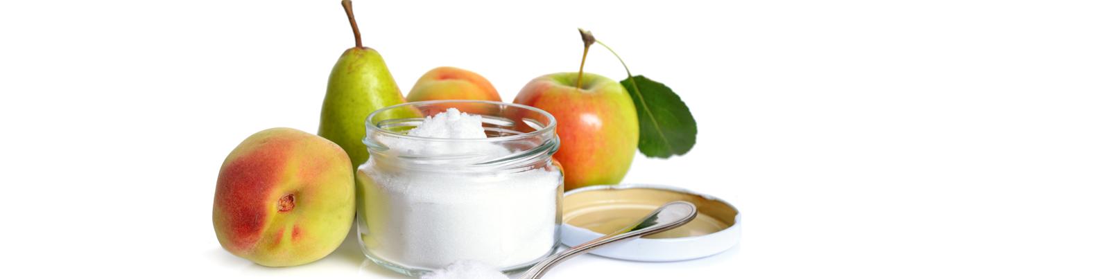 Pfirsich, Birne, Apfel und Fruchtzucker im Glas